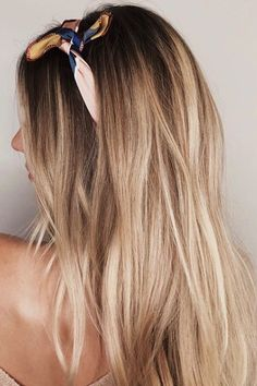 30 Blonde Hair Colors for Fall to Take Straight to Your Stylist - Southern Livin. 30 Blonde Hair C Short Hair Blond, Blonde Hair With Roots, Dark Blonde Hair, Platinum Blonde Hair, Blonde Hair With Dark Eyebrows, Wavy Hair, Caramel Blonde Hair, Fall Blonde Hair Color, Fall Hair Colors