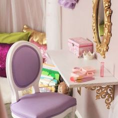 Make an adorable vanity area using a decorative shelf! Love this idea from @sweetjellyparties