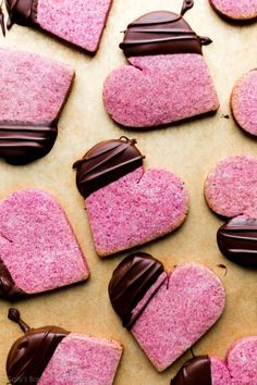 These raspberry sugar cookies are made with real freeze-dried raspberries and tangy cream cheese. They're extra tender and soft with real berry flavor. Top with white chocolate or dark chocolate for decoration. Valentine's Day cookie recipe on sallysbakingaddiction.com Valentines Day Cookie Recipe, Valentines Day Desserts, Valentines Baking, Valentine Stuff, Valentines Day Dinner, Freeze Dried Raspberries, Dried Strawberries, Freeze Dried Fruit, Chocolate Dipped Strawberries