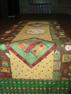 Apple Cider Table Runner - pinned by pin4etsy.com