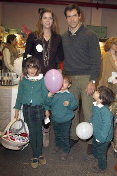 Luis Alfonso de Borbón y Margarita Vargas con sus hijos en el Rastrillo #famosos