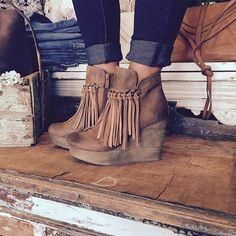 Love the fringe bootie✔️