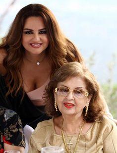 باسكال مشعلاني مع والدتها2