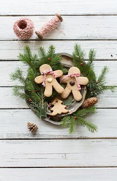 Signs of Christmas Christmas Gingerbread, Noel Christmas, Merry Little Christmas, All Things Christmas, Winter Christmas, Christmas Cookies, Christmas Wreaths, Christmas Decorations, Natural Christmas