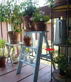 42 Best Ladder Garden Ideas For Your Backyard - Modern Small Step Ladders, Small Ladder, Best Ladder, Old Ladder, Wooden Ladder, Ladder Shelf Decor, Ladder Display, Ladder Shelves, Shelving