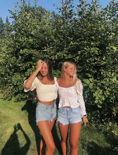 See more of jgesing's content on VSCO. Cute Preppy Outfits, Preppy Style, Summer Outfits, Pretty Outfits, Cute Friend Pictures, Best Friend Pictures, Friend Poses, Cute Friends, Cute Poses