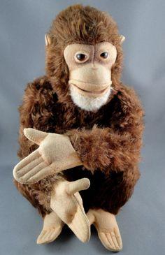Steiff Jocko Chimp Mohair Plush Jointed 25 cm no ID Glass Eyes Vintage Plush Animals, Stuffed Animals, Antique Toys, Vintage Toys, Antique Teddy Bears, Monkey Pattern, Steiff Teddy Bear, 1960s Toys, Nursery Toys