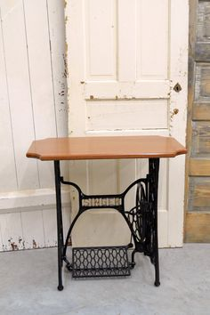 Antique Sewing Machine Table, Sewing Machine Drawers, Treadle Sewing Machines, Antique Sewing Machines, Sewing Cabinet, Singer Sewing Tables, Repurposed Furniture, Hardwood, House Projects