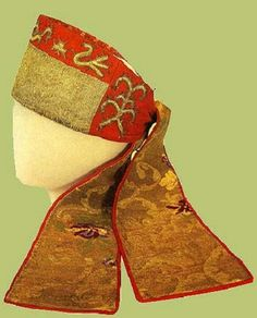 Festive headband of an unmarried girl from Arkhangelsk Province, Russia. Late 19th – early 20th century. Object from the Sergiev Posad State Museum. #Russian #folk #costume