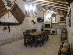 De fiesta o de reunión con tus amigos o con tu familia en esta bodega. Rincón del Cierzo Hotel Rural.