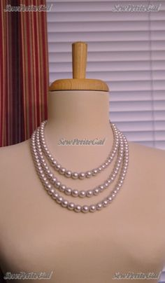 SewPetiteGal: More DIY Pearl Necklace.  I don't know if it was on purpose, but I like the fact that the bigger pearls are slightly off-center