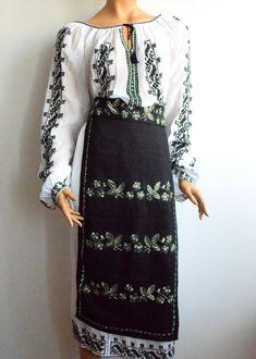 LUCRATE MANUAL 100% Ii românești tradiționale și stilizate, cusute și brodate