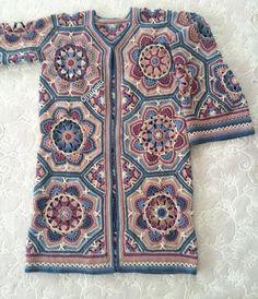 Malatya'dan herkese sevgiler ✋🏻 bu ara hem gezip hem örüyorum 😊 H Gilet Crochet, Crochet Coat, Crochet Jacket, Crochet Cardigan, Crochet Clothes, Crochet Mandala, Crochet Motif, Diy Crochet, Crochet Stitches
