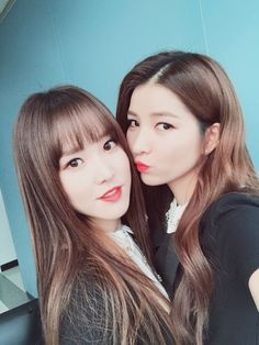 Someone put that this was Yuju and Sinb. well okay clearly not a true og fan