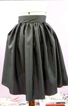 DIY skirt...I want this skirt but a bit longer version.  Anyone wanna make this for me?? lol