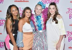 Her Dance Moms friends, Nia Frazier, Kalani Hilliker, and Kendall Vertes. Here Are 13 Pictures From Jojo Siwa's Sweet Sixteen Dance Moms Funny, Dance Moms Girls, Sweet Sixteen Outfits, Dance Moms Youtube, Jojo Part 2, Girl Outfits, Cute Outfits, Kendall Vertes, Jojo Siwa