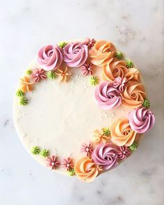 Strawberry Layer Cake — Style Sweet CAYou can find Decorating cakes and more on our website.Strawberry Layer Cake — Style Sweet CA Cake Decorating Designs, Easy Cake Decorating, Cake Decorating Techniques, Buttercream Cake Decorating, Buttercream Cake Designs, Birthday Cake Decorating, Decorating Ideas, Food Cakes, Cupcake Cakes