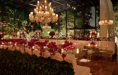 Pink Orchids and Roses from Lais Aguiar's décor on the wedding of Ana Luiza Castro & Pedro Navio - Rubens Decorações