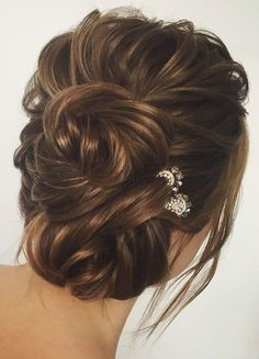 Beautiful half up half down wedding hairstyle idea #weddinghair #hairstyle #updo #weddinhalfuphalfdown #hairupdoideas #hairideas #bridalhair #halfuphalfdown
