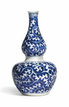 A blue and white double gourd vase, Kangxi period (1662-1722)