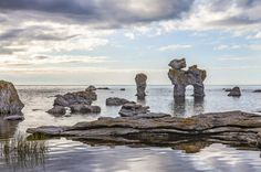 Gotland: Surrounded by the Baltic Sea, Gotland is the largest island and one of the most popular tourist attractions of Sweden. Beautiful Islands, Beautiful Beaches, Best Beaches In Europe, Cliff Diving, Lappland, Marine Conservation, Hidden Beach, Lofoten, Turquoise Water