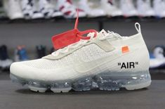 Are You Copping The OFF-WHITE x Nike Air VaporMax White? There is still no word on the confirmed release date for Virgil Abloh's OFF-WHITE x Nike Air VaporMax in White, but the exclusive model has alre... drwong.live/... Curvy Petite Fashion, Nike Air Vapormax, Africa Fashion, Milan Fashion Weeks, New York Fashion, Running Shoes Nike, Nike Sneakers, Fashion Models, Runway Fashion