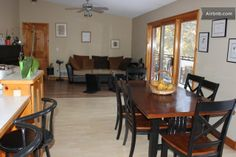 Air B&B $100 per night, fully equipped kitchen, not a B&B. Chalet au bord d'un lac in Inverary