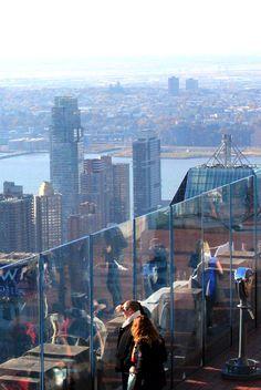Nova York do alto: o observatório do Top of the Rock America Tumblr, America Memes, Ellis Island, Empire State Building, The Rock, World Trade Center, Times Square, America Pride, Central Park