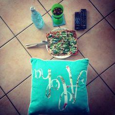 Aloha life... wine, pizza & remote