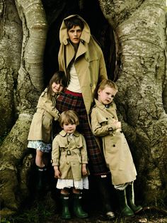 Stella Tennant with Cecily, Jasmine, and Marcel Lasnet // Photographed by Mario Testino, Vogue, October 2005
