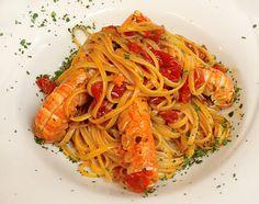 Learn to Make Italian Food Yummy Pasta Recipes, Fish Recipes, Cooking Recipes, Italian Pasta Dishes, Fish And Seafood, Italian Recipes, Good Food, Ethnic Recipes, Spaghetti