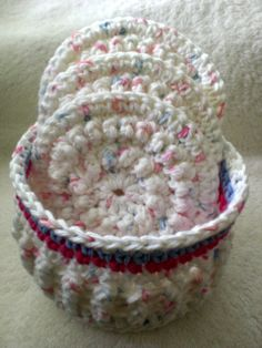 Round facial scrubbies - basket   http://barbarabradford.blogspot.ca/2009/01/clamshell-facial-scrubbie-gift-set.html Scrubbies - http://mamaslittlemonkeysetsy.blogspot.ca/2012/05/round-bumpy-scrubbie-free-crochet.html