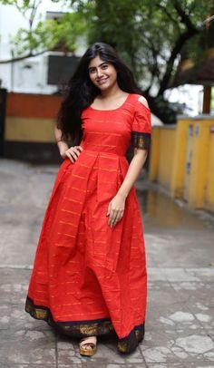Convert a Saree to Indian Ethnic Gown Long Gown Dress, Sari Dress, Anarkali Dress, Long Dresses, Frock Dress, Long Skirts, Anarkali Suits, Trendy Dresses, Long Dress Design