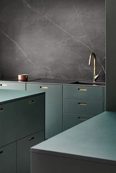 Classic Home Decor Kitchen Room Design, Modern Kitchen Design, Home Decor Kitchen, Interior Design Kitchen, Interior Decorating, Interior Livingroom, Kitchen Layout, Kitchen Ideas, Decorating Ideas