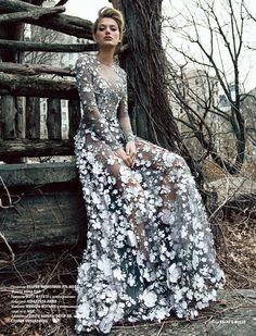 Bregje Heinen | L'Officiel Azerbaijão Dezembro 2016 | Editoriais - Revistas de Moda