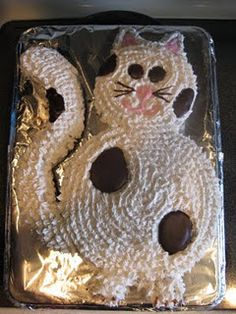 cat cake... My daughter would love this!