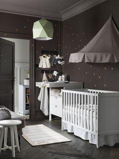 Idées déco chambre bébé   chambre bébé Sundvik, murs anthracite gris foncé  et pois ddorés ba6ba777d69