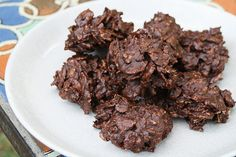 No-Bake Chocolate Crunch Cookies (made with corn flakes instead of oats - try frosted flakes?) i would use double-boiler instead do microwave for melting the chocolate Baking Recipes, Cookie Recipes, Dessert Recipes, Bar Recipes, Candy Recipes, Just Desserts, Delicious Desserts, Yummy Food, Tasty