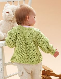 Baby Knitting Patterns Free Pattern: Leaf and Lace Set… Baby Cardigan Knitting Pattern, Baby Knitting Patterns, Baby Patterns, Crochet Patterns, Knitting For Kids, Hand Knitting, Häkelanleitung Baby, Knit Baby Sweaters, Knitted Baby