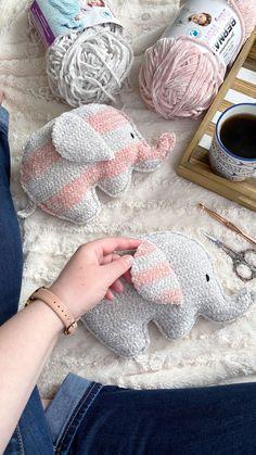 Crochet Baby Toys, Kids Crochet, Crochet Bebe, Crochet Animals, Crochet Dolls, Crochet Yarn, Free Crochet, Crochet Elephant Pattern Free, Knitting Dolls Free Patterns