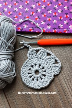Board with thread: Finnish granny square pattern in English - . : Board with thread: Finnish granny square pattern in English – Crochet Motif Patterns, Granny Square Crochet Pattern, Crochet Squares, Crochet Designs, Double Crochet, Crochet Crafts, Crochet Projects, Granny Square Häkelanleitung, Crochet Instructions