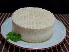 Tofu (queijo de soja)  Pode ser consumido de várias formas:natural,temperado,como patê,em sopas,saladas,sanduíches.....