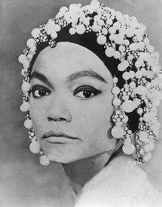 Eartha Kitt Black Actresses, Classic Actresses, Natural Hair Accessories, Eartha Kitt, Vintage Black Glamour, My Black Is Beautiful, Beautiful People, Iconic Women, Old Hollywood