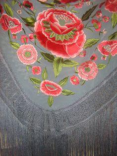 Mantones Catiliana Bordados y flecos Headgear, Shawls And Wraps, Motifs, Gears, 18th, Tapestry, Textiles, Birthday, Dresses