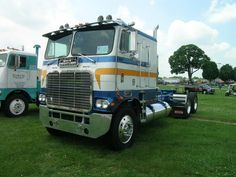 coe White Freightliner classic