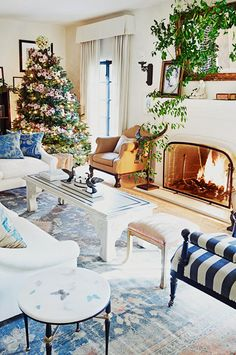 The Biggest Holiday Décor Trends, According to a Williams-Sonoma Stylist via @MyDomaine