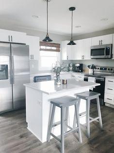 Kitchen Remodel Design Sinks and Kitchen Remodel Layout Doors. Kitchen Cabinet Sizes, Small Kitchen Cabinets, Refacing Kitchen Cabinets, Shaker Cabinets, Kitchen Interior, Kitchen Decor, 70s Kitchen, Cheap Kitchen, Design Kitchen