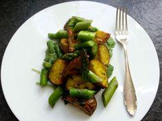 Ofenkartoffeln mit Spargelsalat  #spargel #asparagus #spargelzeit #ofenkartoffel #kartoffel #grünerspargel #salat #rucola #grillen #frühling #freshfood #spargelliebe #spargelwoche #bärlauch #kuechenlaerm
