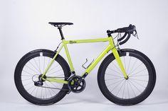 This KRONPRINZ V1 is a Test Bike we have our Show Room in Berlin. Specification: frame: KRONPRINZ V1 color: LIME size: M group: Sram Force fork: 8bar CARBON fork wheelset: ULTRA carbon crankset: Sram Force 2 seatpost: MEGA stem: MEGA handlebar: MEGA drop bar tires: Continental Grand Prix 4000 SII saddle: MEGA gearing: Sram Force 2x10 Speed