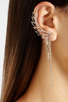 Winged ear cuff.   || Rita and Phill specializes in custom skirts. Follow Rita and Phill for more modern jewelry images.https://www.pinterest.com/ritaandphill/modern-jewelry/